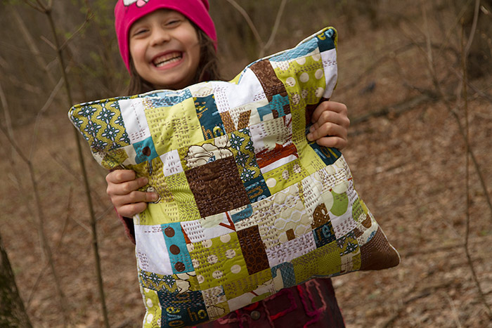 quilt-green-pillowin-the-girl-hands