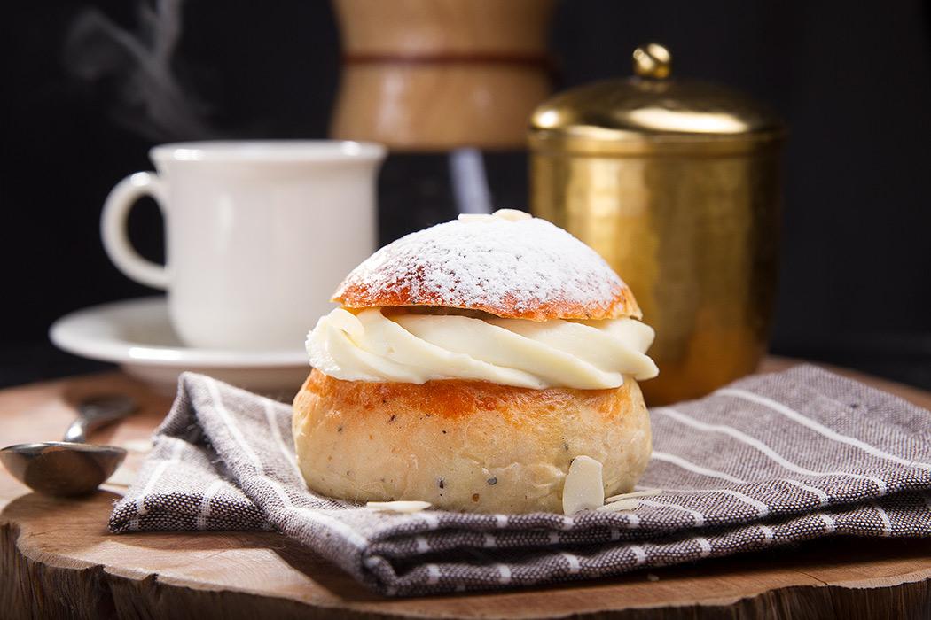 финская масляничная булочка
